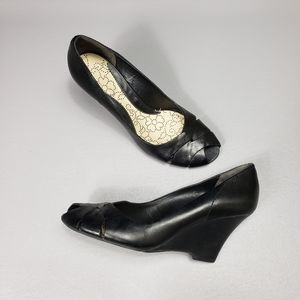 Kenneth Cole reaction leather wedges size 8